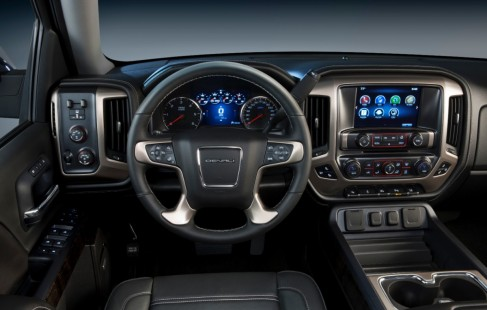 2014-GMC-Sierra-Denali-high-tech-interior