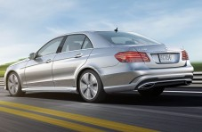 2015_Mercedes-Benz_E-Class_E250_Luxury_BlueTEC_4dr_Sedan_21L_4cyl_Turbodiesel_7A_3929290